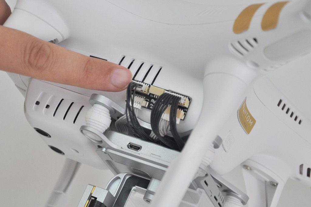 installation phantom 3 connect flytrex 6 pin cable to adapter 1024x683 how to install flytrex live 3g on your dji phantom 3 without  at panicattacktreatment.co