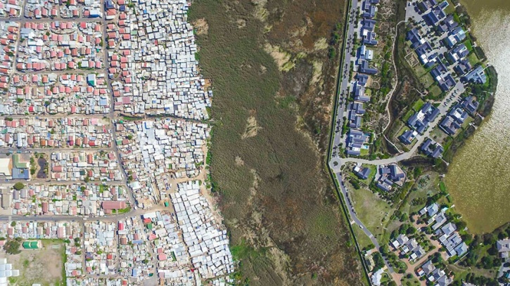 drone captures the gap between rich and poor 6
