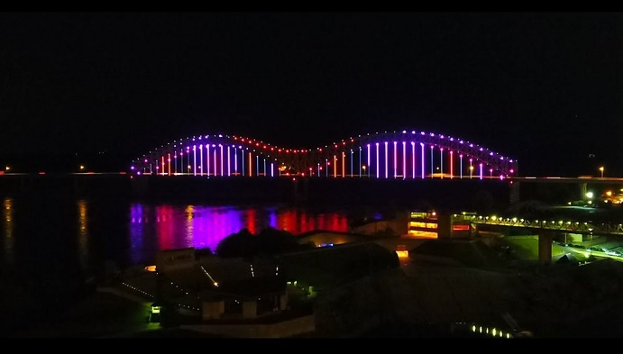 drone lights show in memphis hernando de soto bridge